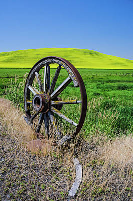 Photograph - Rustic Wagon Wheel In The Palouse by James Hammond