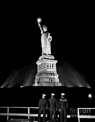 Duty Wall Art - Photograph - Statue Of Liberty On V E Day by American School
