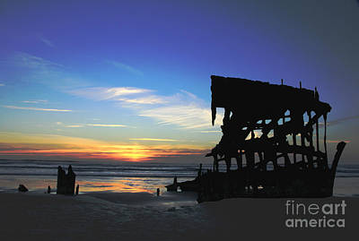 Peter Iredale Photograph - Sunset Of Peter Iredale by Betty Doran