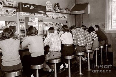 Women Together Photograph - Teens At A Diner, C. 1950s by H. Armstrong Roberts/ClassicStock