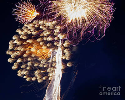 Photograph - The Bombs Bursting In Air by Gary Holmes