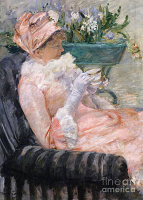 The Cup Of Tea Art Print by Mary Stevenson Cassatt