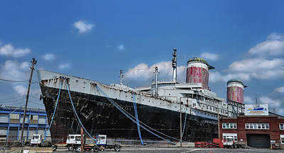 Liner Digital Art - The Ocean Liner Ss United States by Bill Cannon