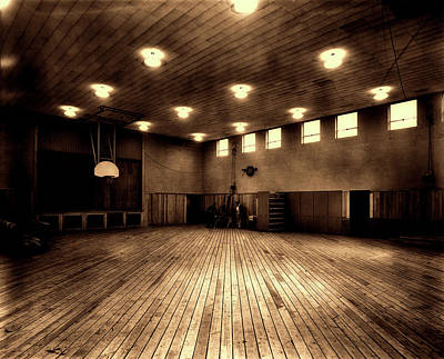 Photograph - The Old Oak Ridge Tennessee Gym 1940s by Pixabay
