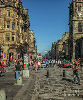 Photograph - The Royal Mile In Edinburgh by Patricia Hofmeester