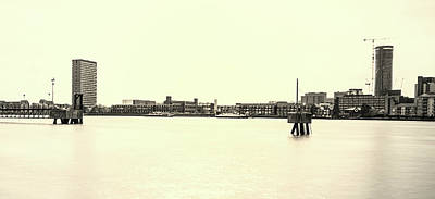 White River Scene Photograph - The Thames by Martin Newman