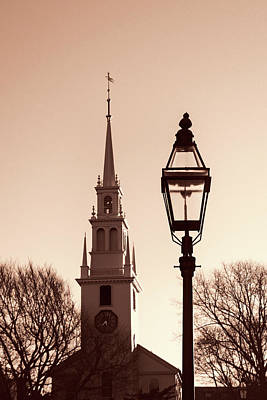 Photograph - Trinity Church Newport With Lamp by Nancy De Flon