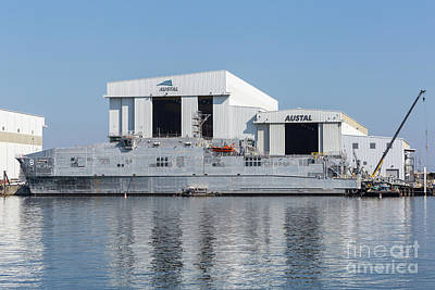 Photograph - Usns Yuma At Austal Shipyard I by Clarence Holmes