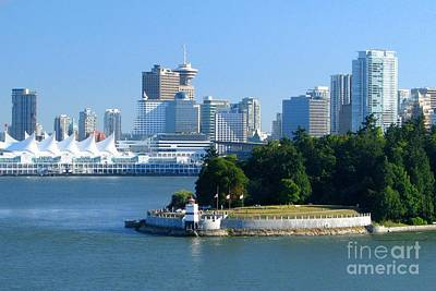 Photograph - Vancouver Skyline by Frank Townsley
