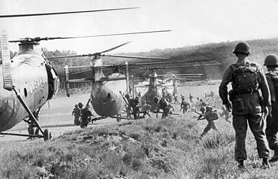 Helicopter Photograph - Vietnam Us Army Advisors by Underwood Archives