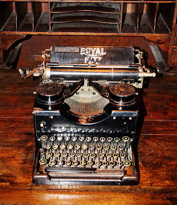 Photograph - Vintage Typewriter by Tom Conway