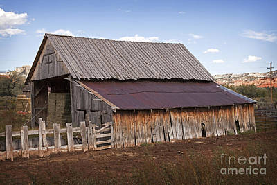 Photograph - Vintage Utah Cross Barn by John Stephens