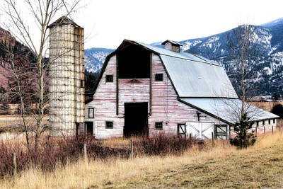 Photograph - Vintaged Red Barn by Athena Mckinzie