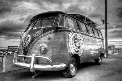 Photograph - Volkswagen Camper Van by David Pyatt