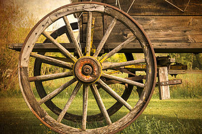 Photograph - Wagon Wheel by Maria Coulson