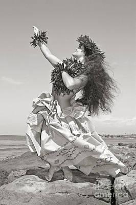 Hula Girl Art Photograph - Wahine Hula by Himani - Printscapes