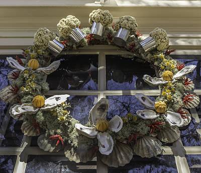 Flower Pint Photograph - Wreath At Chownings Tavern by Teresa Mucha