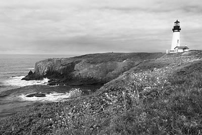 Bay Photograph - Yaquina Bay Lighthouse 6048 by Bob Neiman