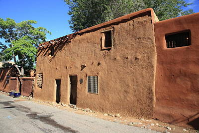 Photograph - Santa Fe - Adobe Building by Frank Romeo