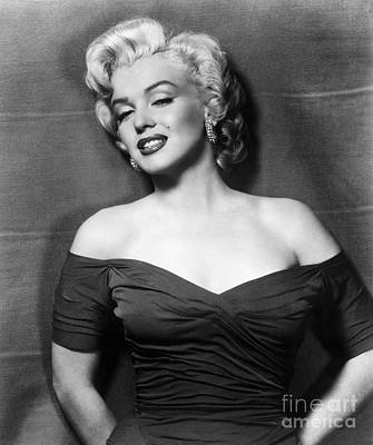 Actors Wall Art - Photograph - Marilyn Monroe (1926-1962) by Granger