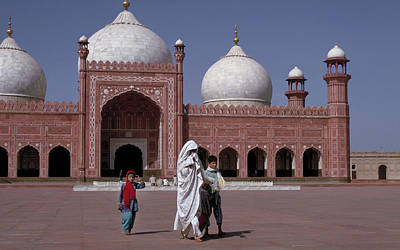 Photograph - Bad Shahi Mosque In Lahore, Pakistan by Carl Purcell