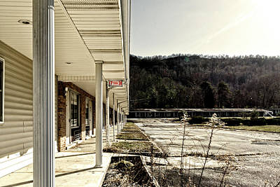 Tennessee Photograph - 17 Thru 31 by Sharon Popek