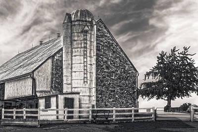 Photograph - 1803 Amish Stone Barn  -  1803amishstonebarnblkwhi172790 by Frank J Benz