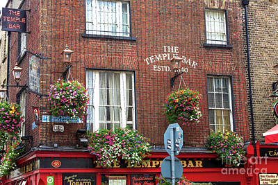 Photograph - 1840 Temple Bar Pub by John Rizzuto
