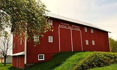 1855 Maple Dell Farm Barn Art Print