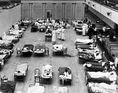 Healthcare And Medicine Photograph - 1918 Oakland Flu Hospital by Underwood Archives