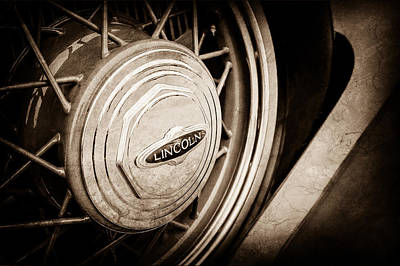 Lincoln Images Photograph - 1933 Lincoln Kb Judkins Coupe Emblem - Spare Tire -0167s by Jill Reger
