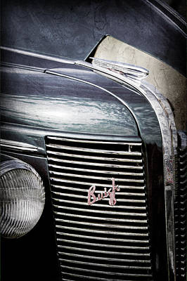 Buick Grill Photograph - 1937 Buick Grille Emblem -0207ac by Jill Reger