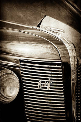 Buick Grill Photograph - 1937 Buick Grille Emblem -0207s by Jill Reger