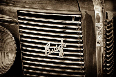 Buick Grill Photograph - 1937 Buick Grille Emblem -0215s by Jill Reger