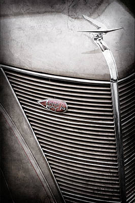 Lincoln Images Photograph - 1937 Lincoln-zephyr Coupe Sedan Grille Emblem - Hood Ornament -0100ac by Jill Reger