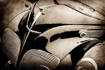 Lincoln Images Photograph - 1938 Lincoln-zephyr Convertible Coupe Grille - Hood Ornament - Emblem -0108s by Jill Reger