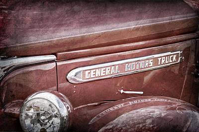General Motors Automobiles Photograph - 1940 Gmc General Motors Truck Emblem -0233ac by Jill Reger
