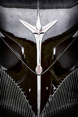 Lincoln Images Photograph - 1940 Lincoln-zephyr Convertible Grille Emblem - Hood Ornament -0093ac by Jill Reger