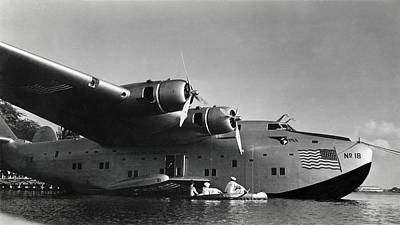 Photograph - 1942 China Clipper Vists Hawaii by Historic Image