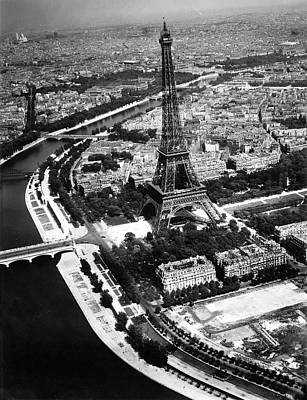 Photograph - 1944 Liberated Paris by Historic Image