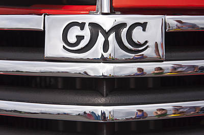 Photograph - 1946 Gmc Truck Grill 2 by Glenn Gordon