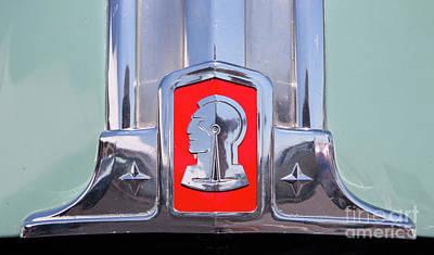 Photograph - 1948 Pontiac Hood Logo by Kevin McCarthy