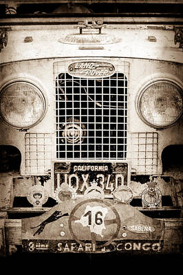 Land Rover Photograph - 1952 Land Rover 80 Grille -1003s by Jill Reger