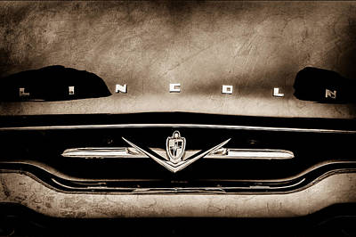 Lincoln Photograph - 1952 Lincoln Derham Town Car Grille Emblem -0423s by Jill Reger