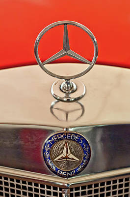 1957 Mercedes-benz 220 S Hood Ornament Art Print