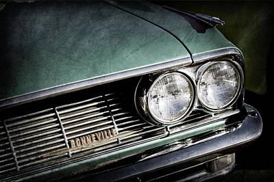 Vintage Pontiac Photograph - 1961 Pontiac Bonneville Grille Emblem -1726ac by Jill Reger