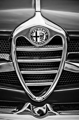 Photograph - 1962 Alfa Romeo Giulietta Coupe Sprint Speciale Grille Emblem -0007bw by Jill Reger