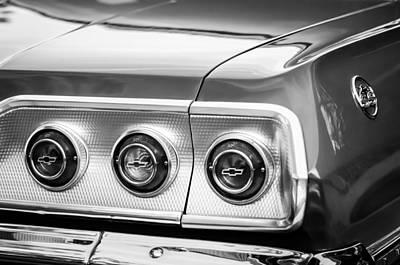 Chevrolet Impala Photograph - 1963 Chevrolet Impala Ss Taillight Emblem -1063bw by Jill Reger
