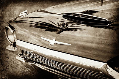 1964 Ford Emblem Photograph - 1964 Ford Thunderbird Grille Emblem -0519s by Jill Reger