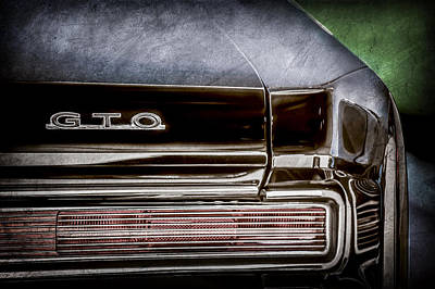 Vintage Pontiac Photograph - 1964 Pontiac Gto Convertible Taillight Emblem -1039ac by Jill Reger